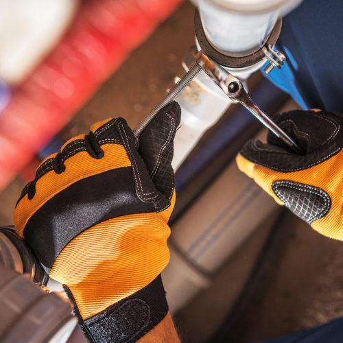 plumber-worker-adjusting-water-800